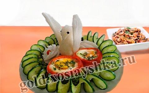 Яйца с фаршированными помидорами
