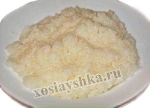 Заправим соусом рис