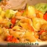 Добавить в готовые овощи тертый сыр