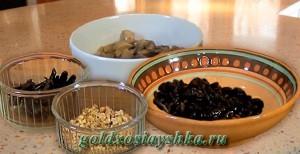 Чернослив (1/3 и 2/3 части), грибы, грецкие орехи