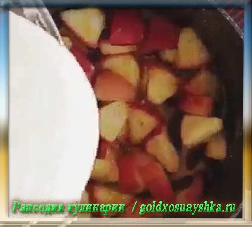 Залить яблоки тестом